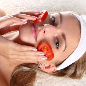 Cure Acne Problem with Tomato